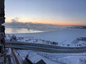 ¡IMPRESIONANTE! Kilométrica masa de hielo del Lago Michigan se desprendió de la costa de Chicago (Video)